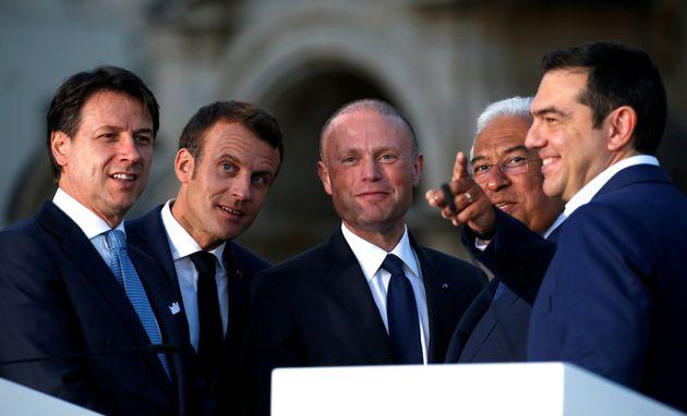 Anche Macron non fa sconti