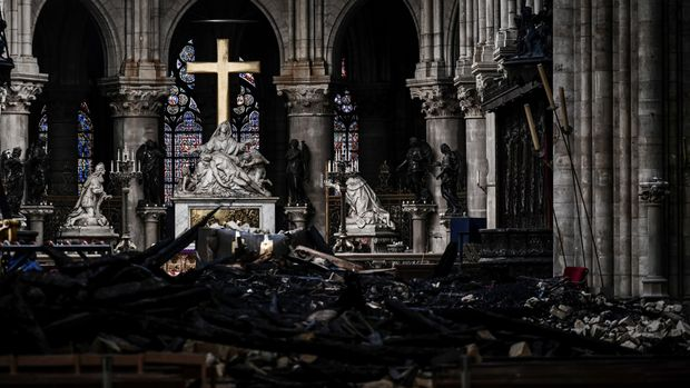 A picture shows rubbles and the cross at the altar, inside the the Notre-Dame Cathedral after it sustained major fire damage from the previous month, during the visit of Canadian Prime Minister in Notre-Dame Cathedral in Paris, France May 15, 2019. Philippe Lopez/Pool via REUTERS