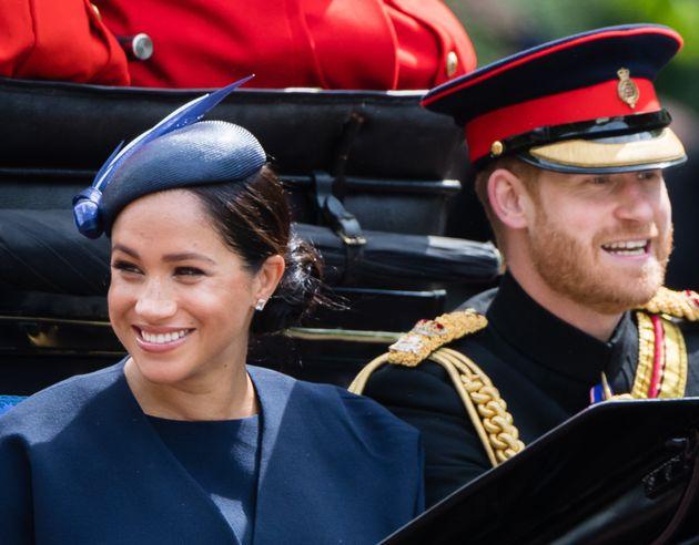 Η αμήχανη στιγμή των πρίγκιπα Χάρι και Μέγκαν Μαρκλ στα γενέθλια της βασίλισσας Ελισάβετ που έγινε