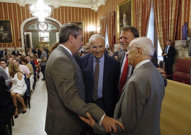 PP y Cs se alían con la ultraderecha, el PSOE no rentabiliza la victoria del 26-M y Colau resiste entre