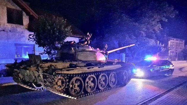 Σοβιετικό τανκ τρομοκρατεί Πολωνούς περιφερόμενο σε κεντρικό