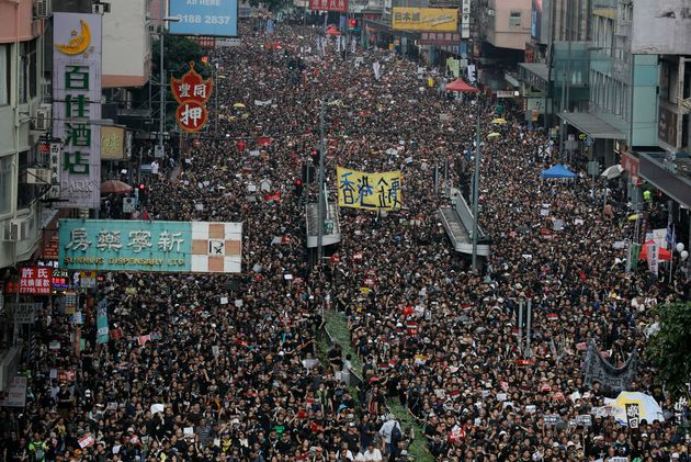 A Hong Kong marea umana: più di un milione contro la legge s