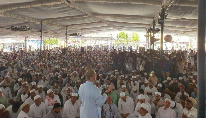 Asaduddin Owaisi addressing Jalse-e-Youm-ul-Quran at Makkah Masjid, Hyderabad on 31 May.