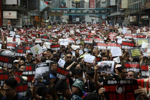 Manifestation monstre à Hong Kong malgré le recul du