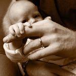 Príncipe Harry celebra Dia dos Pais com foto adorável do pequeno