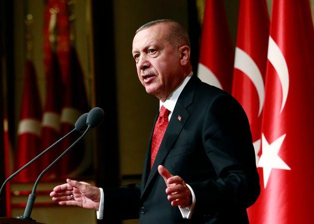 Ερντογάν: Ατζαμής ο Μακρόν, δεν έχει δικαίωμα να μιλά για την ανατολική