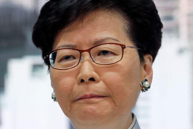 송환법 반대 : 홍콩 행정장관이 처음으로 사과 성명을