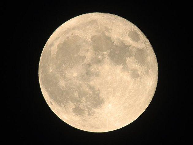 満月のイメージ写真