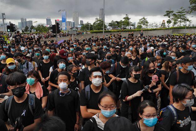 Χονγκ Κονγκ: Το Πεκίνο στηρίζει την επικεφαλής της τοπικής κυβέρνησης, Κάρι