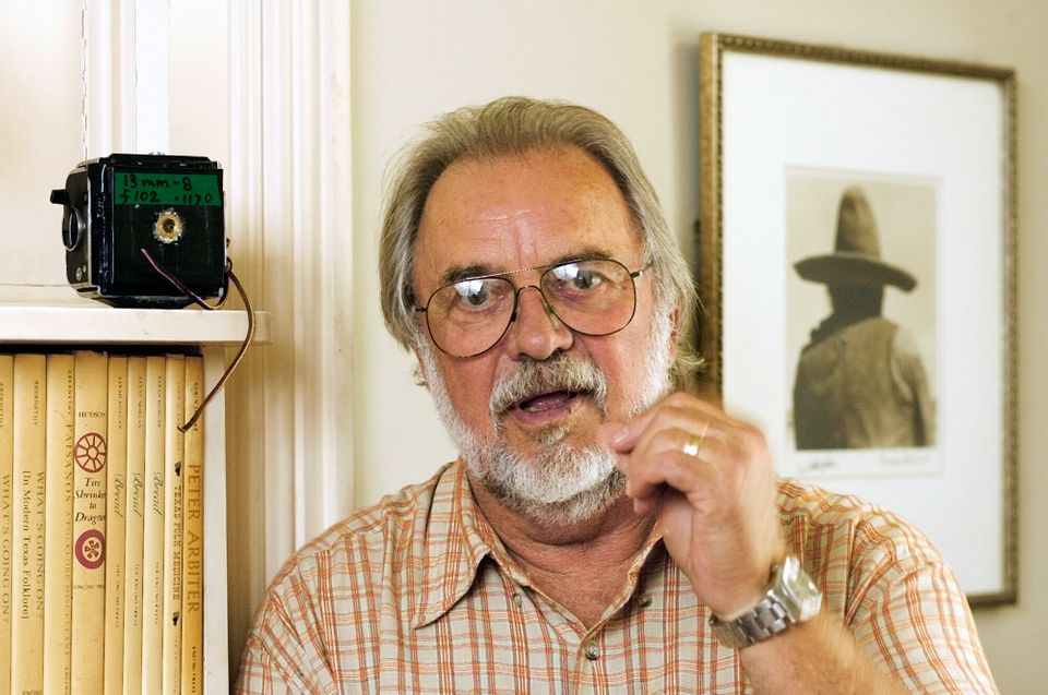 "Writer, director and photographer Bill Wittliff, who penned the script for iconic 1980s television miniseries ""Lonesome Dove,"