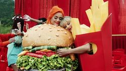 Taylor Swift et Katy Perry enterrent officiellement la hache de guerre dans un