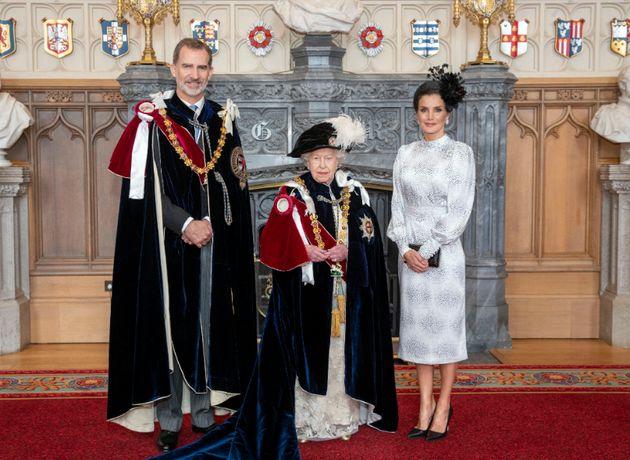 Isabel II inviste al rey Felipe VI con la máxima distinción del Reino