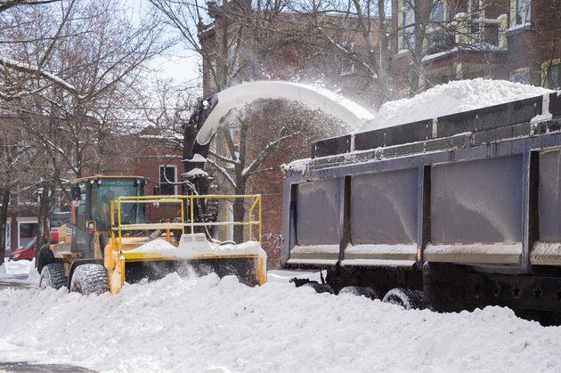 Déneigement: Montréal facturé pour des camions à moitié