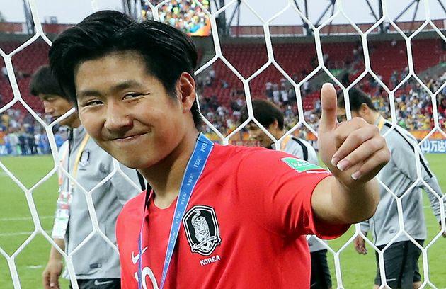 이강인이 U-20 월드컵 결승전 직후 우는 이광연에게 다가가 해준
