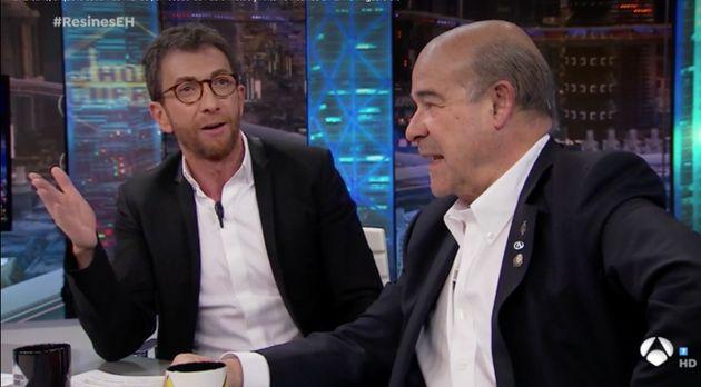 Pablo Motos se acuerda de David Broncano en plena entrevista a Resines y le manda un
