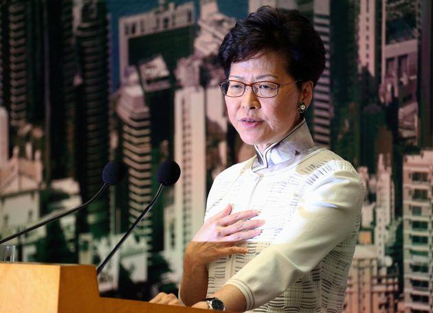 香港政府トップ、逃亡犯条例について初の謝罪。香港人の4人に1人が当たる「200万人」が反対デモ