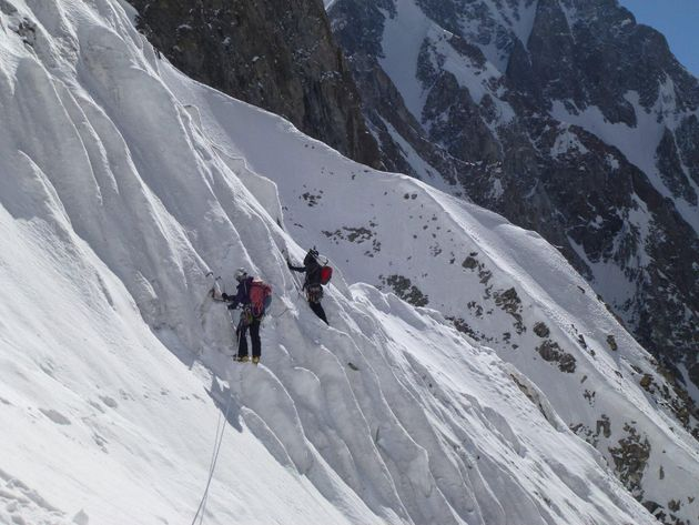 Salvati gli alpinisti italiani travolti da una slavina in