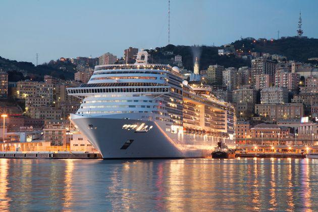 Litiga con il marito e si getta dalla nave da crociera a Genova |  salvata da un marinaio