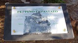La targa in memoria di Peppino Impastato è stata oltraggiata il giorno dopo