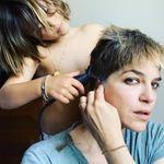 Selma Blair se rase le crâne avec l'aide de son fils pour rappeler son combat contre la
