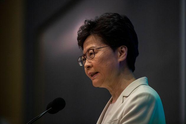 A Hong Kong la nonviolenza mette in ginocchio un regime