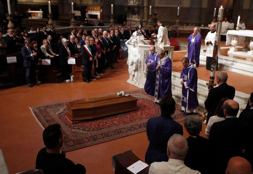 Χιλιάδες κόσμου για το «τελευταίο αντίο» στον Φράνκο