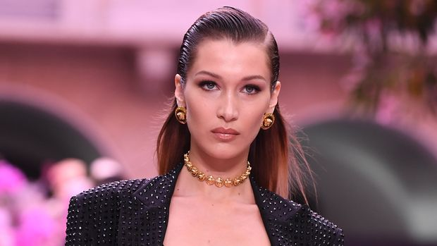 MILAN, ITALY - JUNE 15: Bella Hadid walks the runway at the Versace fashion show during the Milan Men's Fashion Week Spring/Summer 2020 on June 15, 2019 in Milan, Italy. (Photo by Daniele Venturelli/Daniele Venturelli/Getty Images )