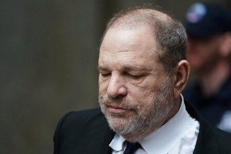 Harvey Weinstein est inculpé à New York pour un viol en 2013 et une fellation forcée...