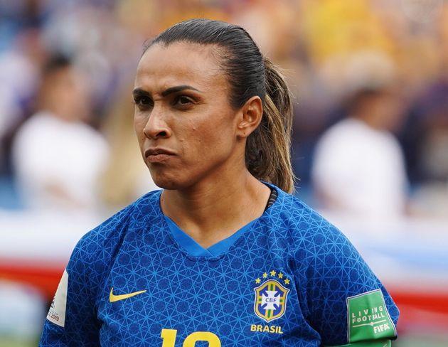 Marta em campo, antes de jogo contra a