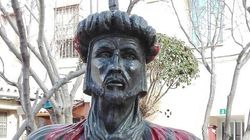 Un concejal de Vox retira un busto de Abderramán III en un pueblo de