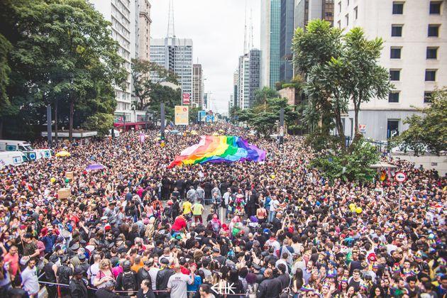 Todos os anos, a Parada leva cerca de 3 milhões de pessoas para a Avenida Paulista, em São