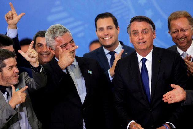 Parlamentares aliados de Bolsonaro comemoraram assinatura de decreto que flexibilizou o porte de