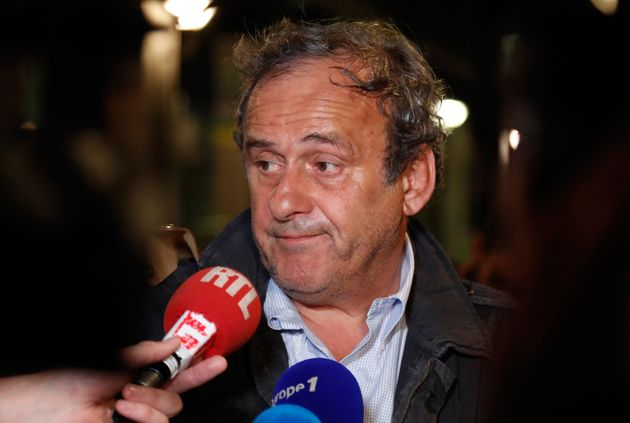 Michel Platini ressort libre de garde à