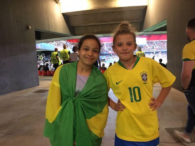 As melhores amigasEmma e Alyssa, de 10 anos, jogam futebol juntas na cidade em que moram -- e viajaram...