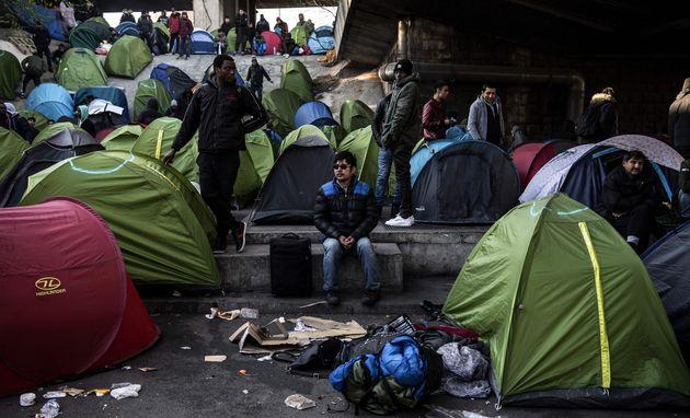 Le camp de migrants de la porte de la Chapelle, à