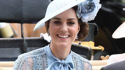 Kate regina di stile in abito color cielo (e sexy trasparenze) al Royal