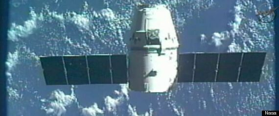 SpaceX Dragon Capsule Returns To Earth (LIVE