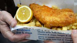 Ερευνα: Το παραδοσιακό fish and chips κινδυνεύει να εξαφανιστεί από το
