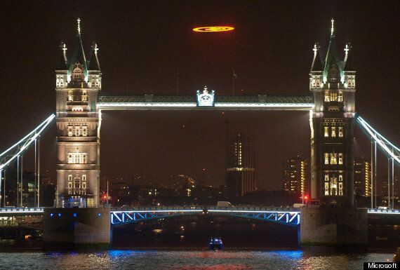 Halo 4 Launches With Spectacular UFO Flight Over London (POLL,