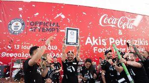 Ο Άκης Πετρετζίκης, με την υποστήριξη της Coca-Cola, έσπασαν ένα από τα GUINNESS WORLD