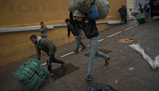 Ceuta: un porteur marocain sexagénaire décède d'une crise