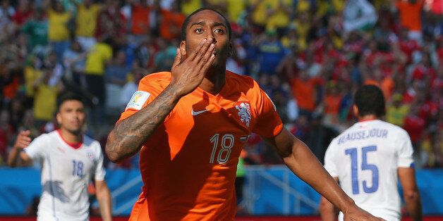SAO PAULO, BRAZIL - JUNE 23: Leroy Fer of the Netherlands celebrates scoring his team's first goal during...