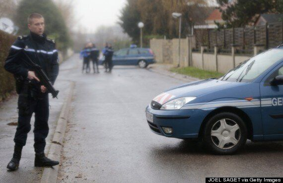 #CharlieHebdo: Charles De Gaulle Airport Flights Diverted Amid Standoff With Charlie Hebdo Shooting
