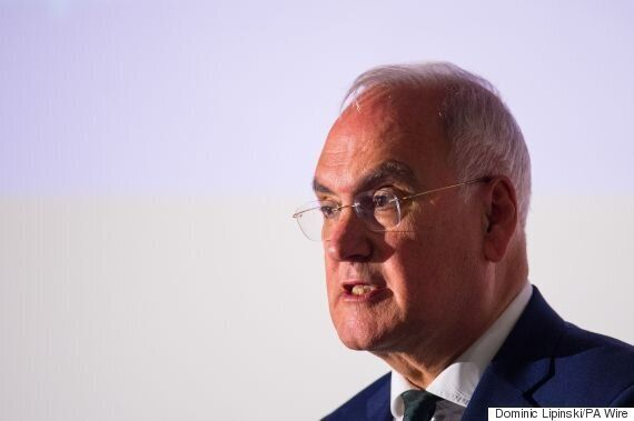 Ofsted Chief Sir Michael Wilshaw Tells Inspectors To Downgrade Schools That Allow Muslim Face