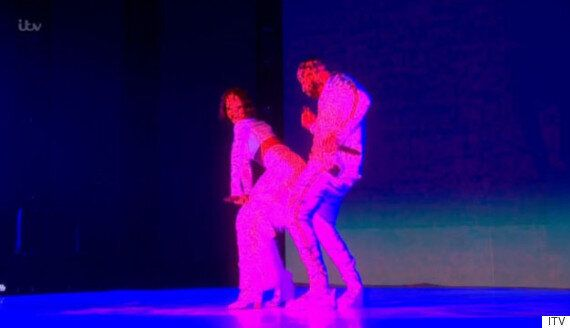 Brit Awards 2016: Rihanna And Drake Get Steamy With 'Work' Performance