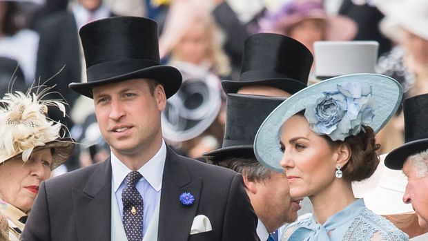 ASCOT, ENGLAND - JUNE 18: Prince William, Duke of Cambridge and Catherine, Duchess of Cambridge attend day one of Royal Ascot at Ascot Racecourse on June 18, 2019 in Ascot, England. (Photo by Samir Hussein/WireImage)