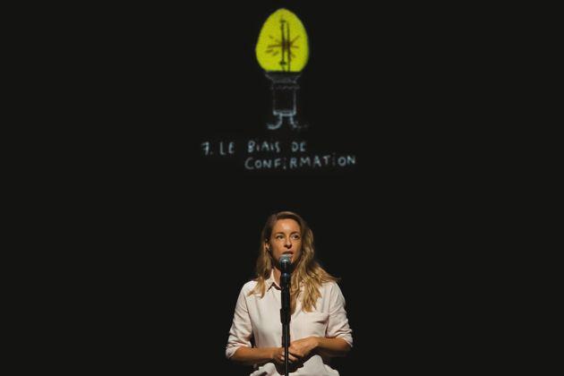 La comédienne et auteure Christine Beaulieu, pendant une représentation de sa pièce...