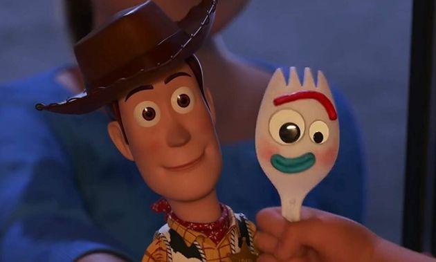Woody e Garfinho, novo amiguinho criado pela menina Bonnie que não quer ser um