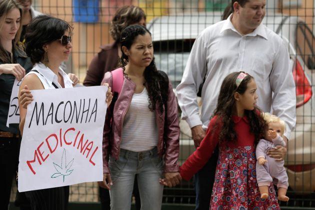 No Brasil,6.789 pacientes já receberam aval da Justiça para importar medicamentos...