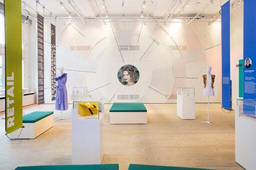 2階の展示スペースではファッション業界のベンチャー企業や新たな技術を紹介